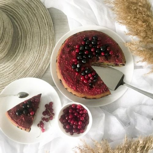 Summer pie with currants