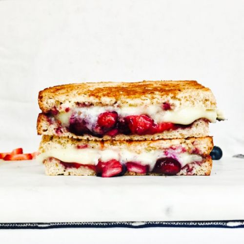 Caramelized Berry Brie Grilled Chee
