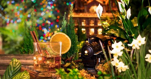 NYC's Famous Holiday Train Show is Serving Up Festive Cocktails After Hours