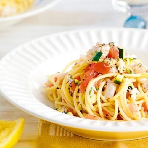 Spaghetti with crab, lime & tomato