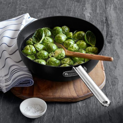 The Difference Between Ceramic and Traditional Nonstick Cookware
