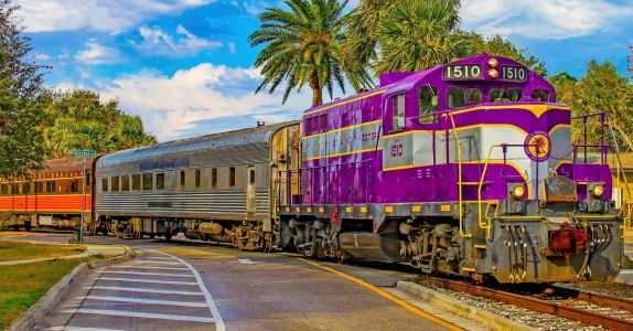 This Florida Train is Serving Up a Five Course Course Wine Dinner