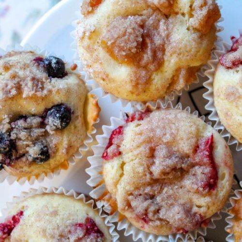 Fruit cheesecake streusel muffins