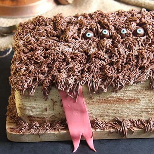 Hagrid's Book of Monsters Cake