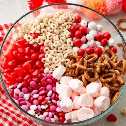 5 MINUTE VALENTINE'S SNACK MIX