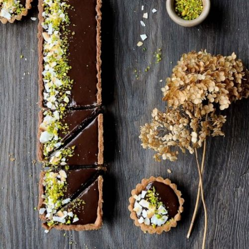 Tart with chocolate truffle