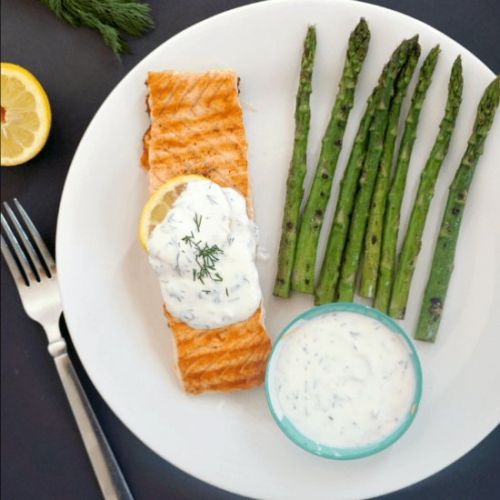 Grilled Salmon with Yogurt Sauce