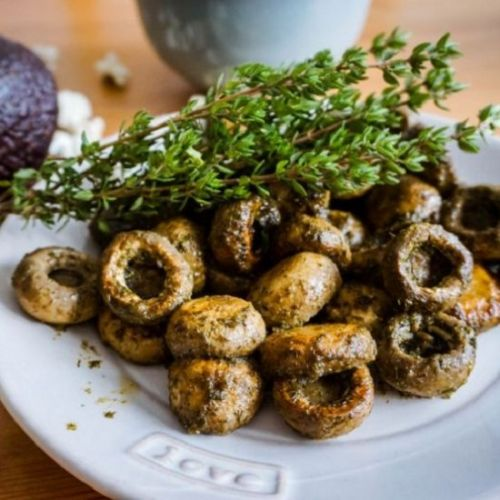 Mediterranean mushrooms with herbs