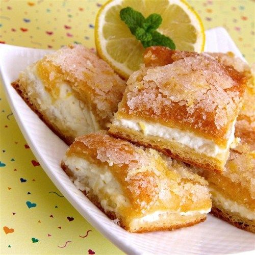 People went nuts for these lemon cream cheese bars on social