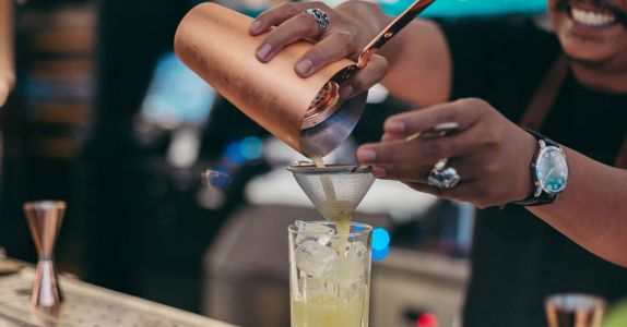 We Asked 10 Bartenders: How Can You Tell If Your Bartender Is a Pro?
