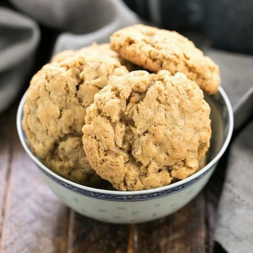 Classic Chewy Oatmeal Cookies