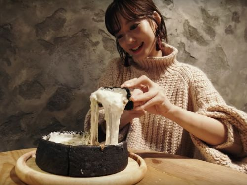 Fondue-Like 'Chicago Pizza' Takes Tokyo by Storm