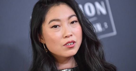 Awkwafina Won the Oscars By Swigging Tequila From a Purse