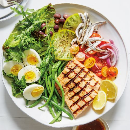 Salade Niçoise with Grilled Salmon
