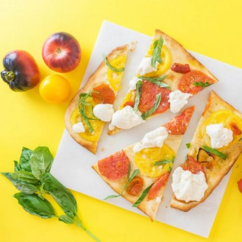 FLATBREAD WITH TOMATOES, PEPPERS