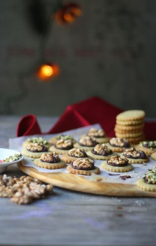 PISTACHIO BUTTER COOKIES WITH WALNUTS
