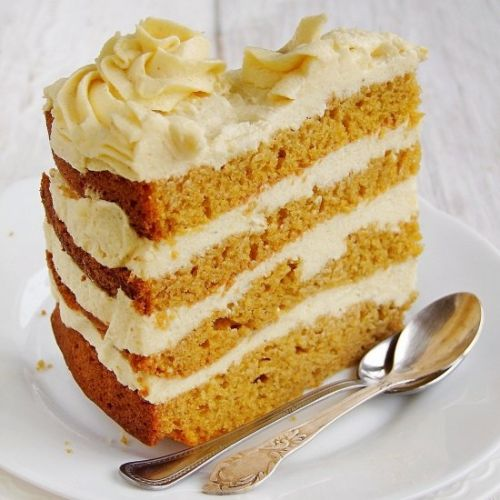 Pumpkin cake with cream