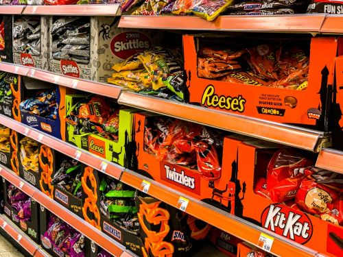 The Latest on Safe Trick-or-Treating, Airline Food Pivots, Restaurant Reservations, and More
