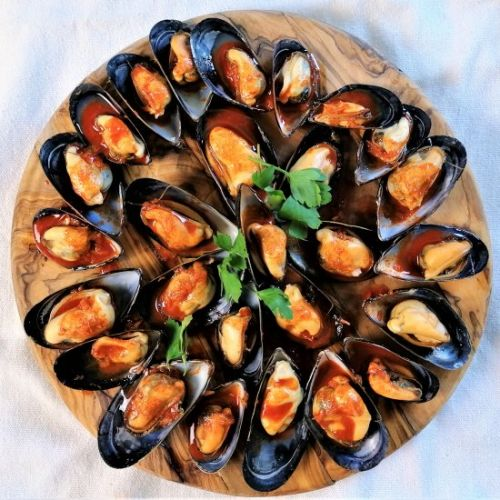 Mussels with garlic and paprika
