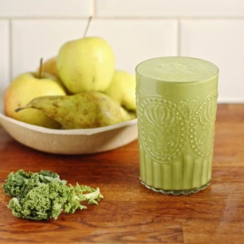 Pear, Almond and Kale Smoothie