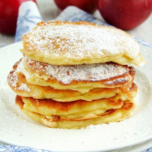 Cheese pancakes with apples