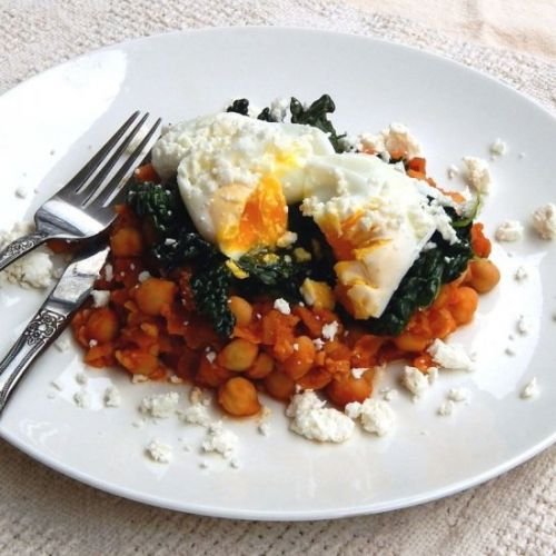 Turkish chickpea stew with eggs