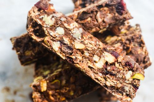 Looks Delicious! Peanut Butter and Honey Trail Mix Bars