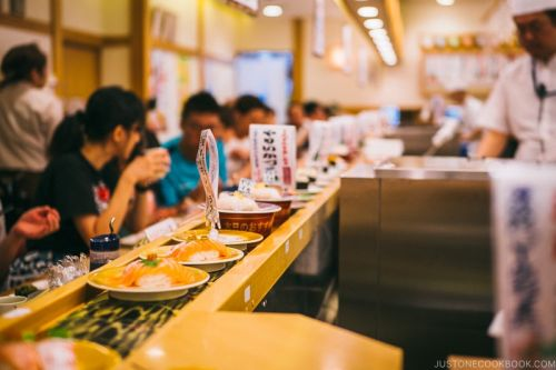 Conveyor Belt Sushi in Japan 回転寿司